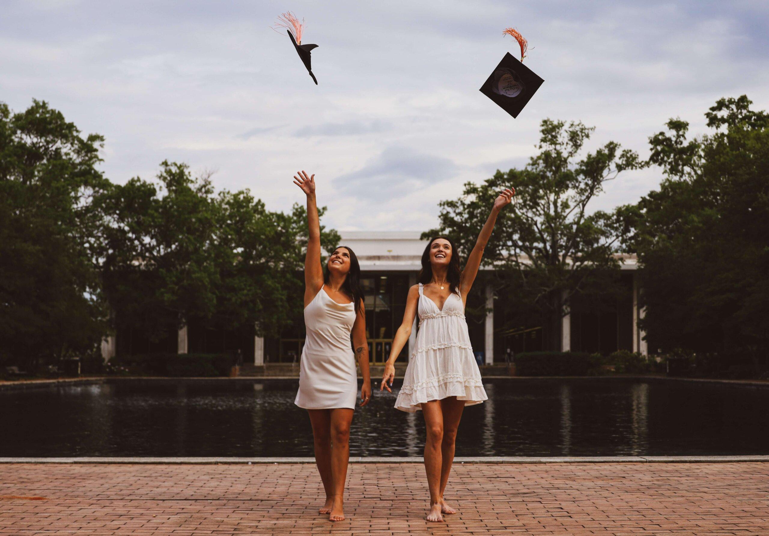 卒業写真をドレス姿で撮るのはあり?卒業写真に似合うドレスをご紹介
