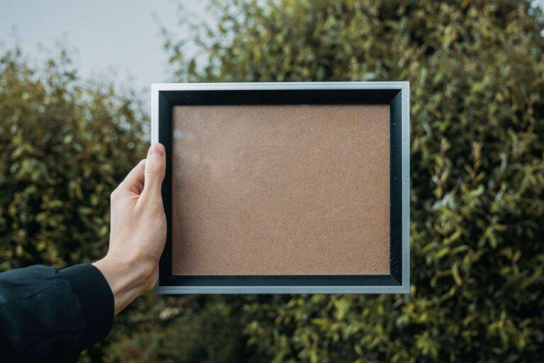 遺影写真を入れる額縁はどれがおすすめ?色やサイズまで紹介